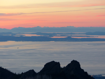 Clear view of the San Juan and Gulf Islands in the Strait of Juan de Fuca as well as Vancouver Island during sunset